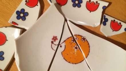 összetört sünis tányér